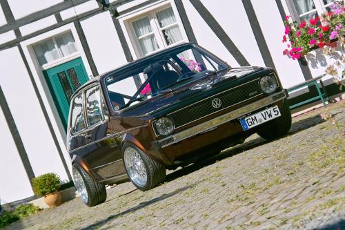 1983 Volkswagen Golf I шоколадно-коричневый автомобиль становится особого рода