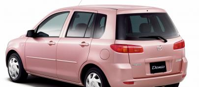 https://cdn1.automobilesreview.com/img/2003-mazda-demio-stardust-pink-limited-edition/slides405/2003-mazda-demio-stardust-pink-limited-edition-04.jpg