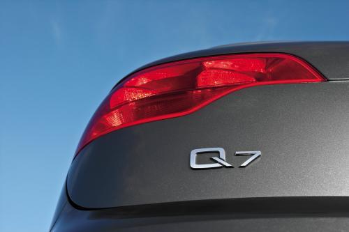 Audi Q7 — полноразмерный кроссовер, выпускаемый компанией Audi