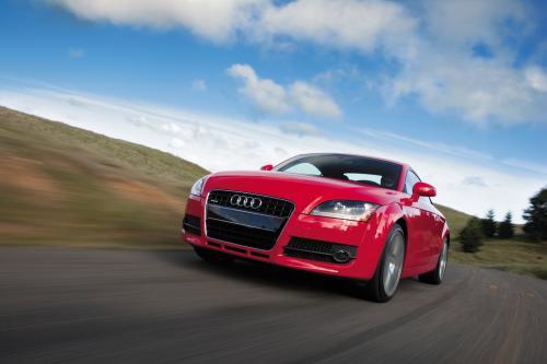 Audi получает сразу три награды от What Car