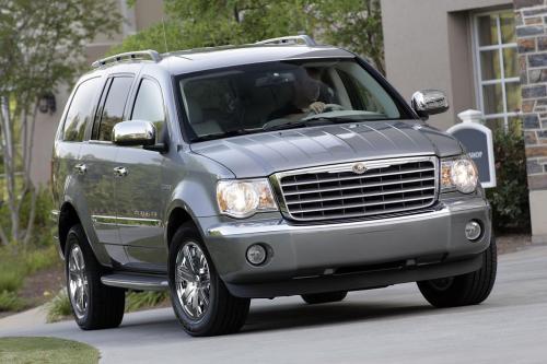 Chrysler болеть за 2008 Ginn дань игрока стрелять Hole-in-one и получать все новые 2009 Chrysler Aspen HEMI® Hybrid