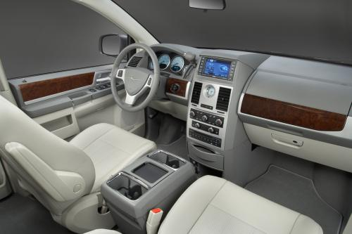 Chrysler Town & Country 25th Anniversary Edition (2009) - picture 1 of 6
