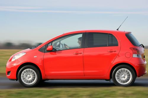 Toyota Yaris (2009) - picture 9 of 25