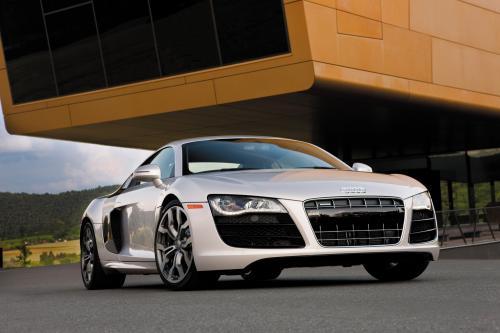 2010 Audi R8 5.2 FSI quattro ценообразования объявил