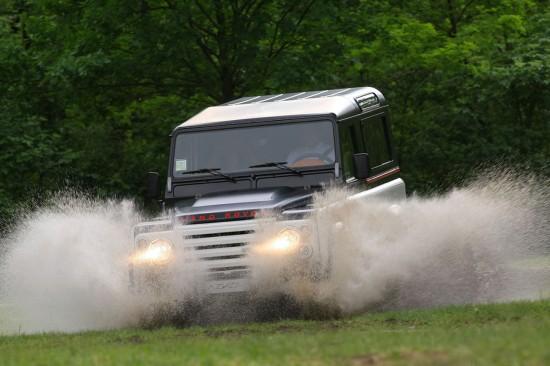 Aznom Land Rover