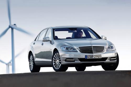 2012 Mercedes-Benz E 300 BlueTEC HYBRID демонстрирует впечатляющую эффективность без компромиссов
