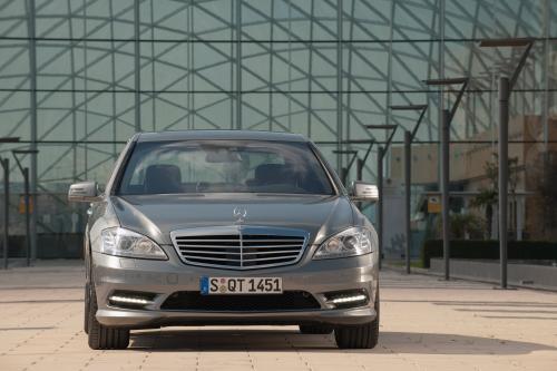 2010 Mercedes-Benz S350 BlueTEC - наиболее эффективным и безопасным S-Class когда-либо