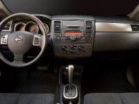 2010 Nissan Versa, 32 of 35