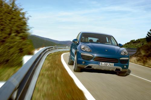Пересмотренный дизельных и бензиновых двигателей для нового Porsche Cayenne
