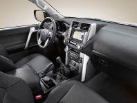 2010 Toyota Land Cruiser, 9 of 20