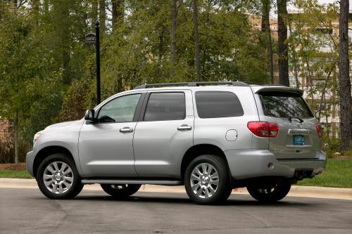 Toyota объявляет цены на 2010 Тундра Пикап и Sequoia внедорожник