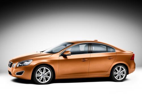 Volvo выпускает первые официальные изображения нового S60
