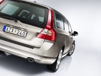 2010 Volvo V70, 2 of 27