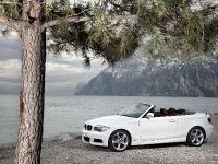 2011 BMW 1 Series Convertible, 2 of 22