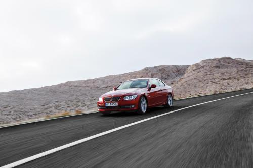 2011 BMW 3 Series Coupe и Convertible - новый стиль и двигателя