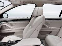 2011 BMW 5 Series Touring, 28 of 34