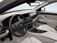 2011 BMW 5 Series Touring, 30 of 34