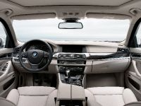 2011 BMW 5 Series Touring, 32 of 34