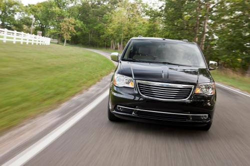 2011 Chrysler Town & Country - хороший выбор для большой семьи