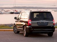 2011 Chrysler Town and Country, 2 of 5