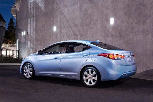 2011 Hyundai Elantra дебютирует на LA Auto Show scene