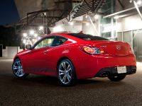 2011 Hyundai Genesis Coupe 3.8 R-Spec, 8 of 14