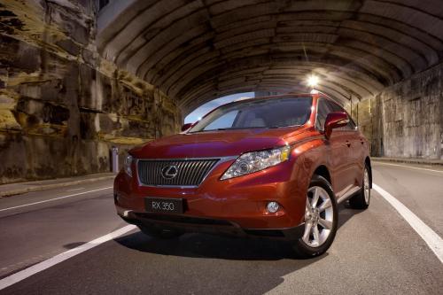 Lexus выпускает модернизированный RX внедорожник range