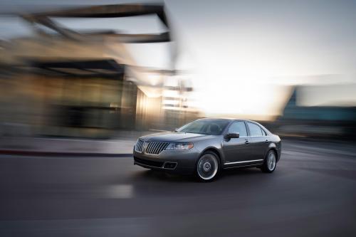 2011 Lincoln MKZ Hybrid официально развернул