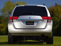 2011 Mitsubishi Endeavor, 4 of 10