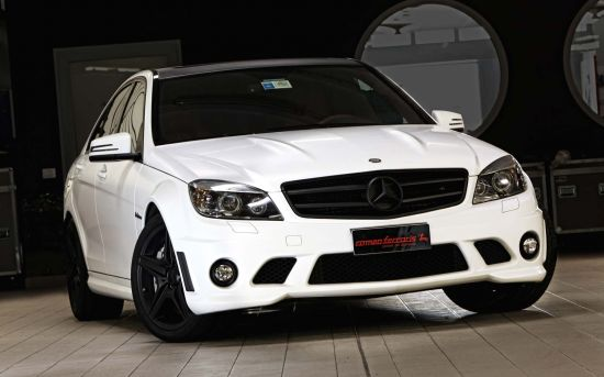 Romeo Ferraris Mercedes-Benz C63 AMG Whitestorm