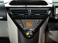 2011 Toyota iQ, 3 of 7