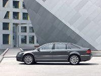 2011 Volkswagen Phaeton, 9 of 28