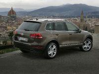 2011 Volkswagen Touareg 3.0 TDI Clean Diesel, 2 of 5
