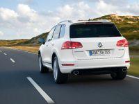 2011 Volkswagen Touareg R-Line, 2 of 7