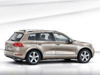 2011 Volkswagen Touareg, 2 of 12