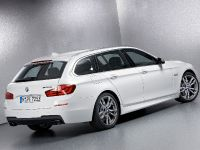 2012 BMW M550d xDrive Touring, 3 of 4