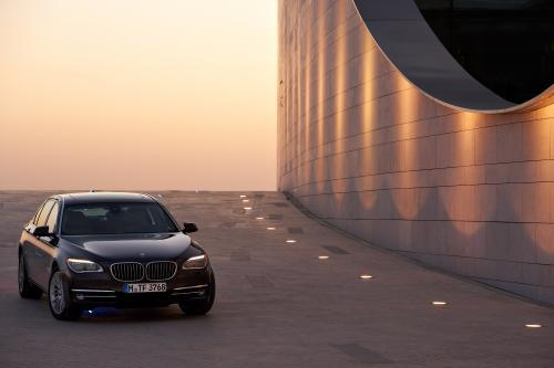 2013 BMW 7-й серии: гармоничное сочетание роскоши и спортивного позицию