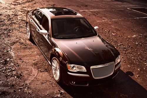 """Все-в-одном \"""" Chrysler 300 на его пути"""