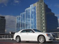 2012 Chrysler 300C UK, 4 of 65
