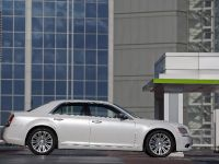 2012 Chrysler 300C UK, 8 of 65