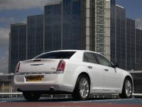 2012 Chrysler 300C UK, 12 of 65