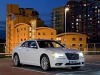 2012 Chrysler 300C UK, 14 of 65