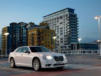 2012 Chrysler 300C UK, 15 of 65