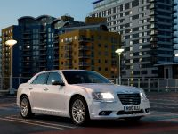 2012 Chrysler 300C UK, 16 of 65