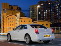 2012 Chrysler 300C UK, 17 of 65