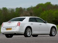 2012 Chrysler 300C UK, 24 of 65
