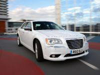 2012 Chrysler 300C UK, 26 of 65