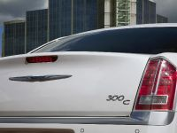 2012 Chrysler 300C UK, 40 of 65