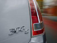 2012 Chrysler 300C UK, 43 of 65