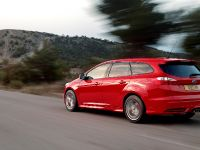2012 Ford Focus ST Wagon, 2 of 4